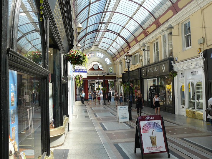 Visit our House of Fraser Bournemouth department store, where you will find a wide range of designer brands to shop on the high getdangero.gaon: The Arcade, 24 Old Christchurch Rd, Bournemouth, BH1 2AA.
